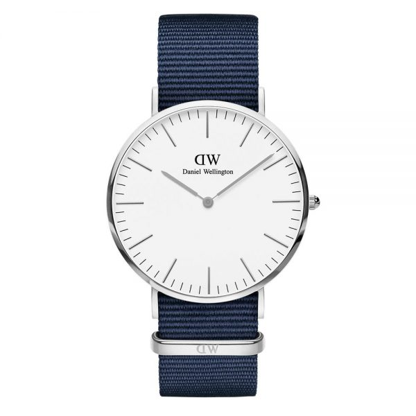 Mestergull Med vår klassiske NATO-reim i midnattblå, er Classic Bayswater en enkel klokke som kan brukes fra dag til kveld. DANIEL WELLINGTON Ur