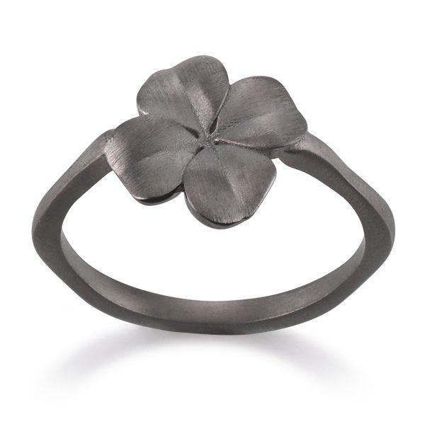 Mestergull Trendy ring i sortrhodinert sølv med blomst VIVENTY Ring