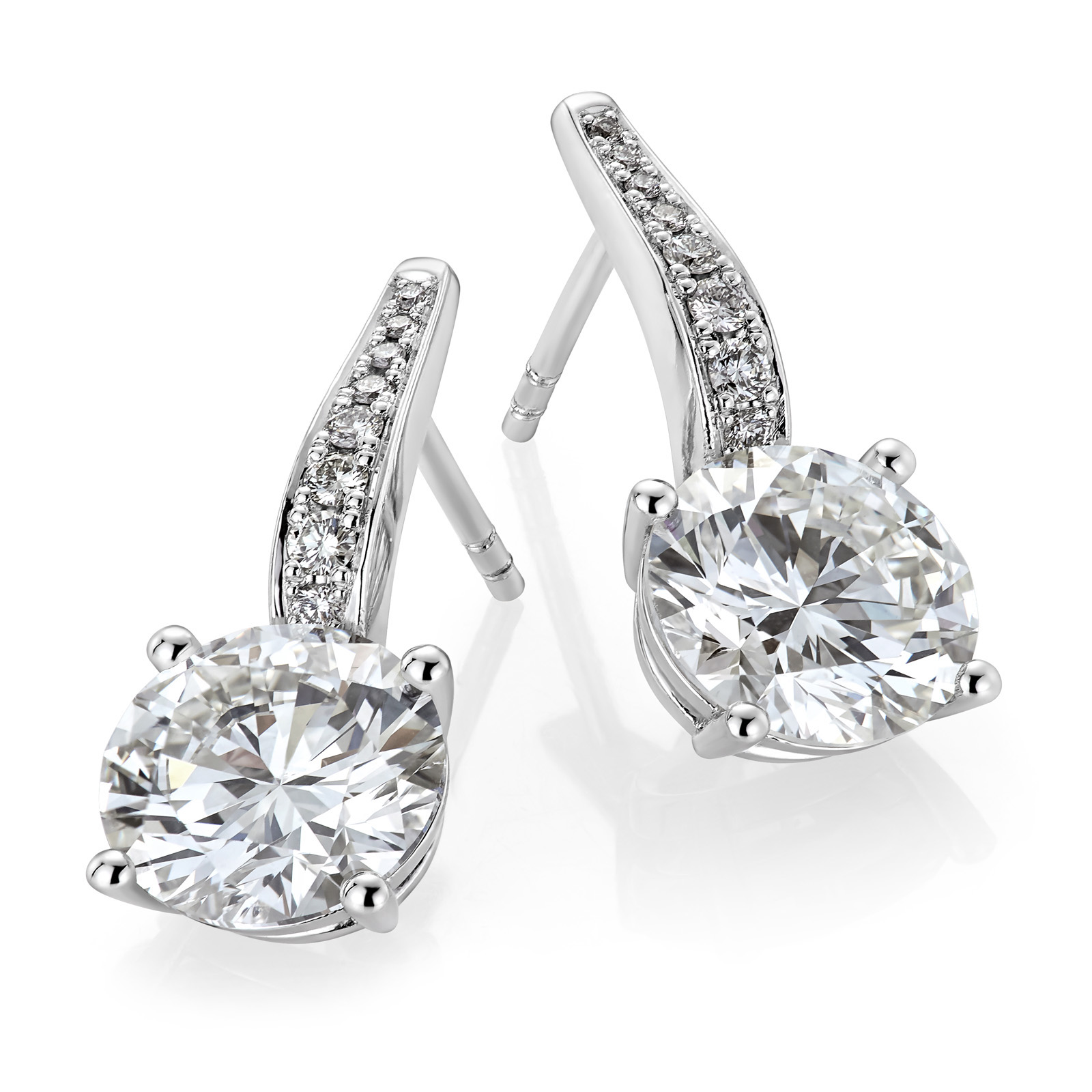 Mestergull Spesialutviklet ørepynt for kunde med 2 diamanter á 2,50 ct. samt 16 diamanter på overstykket. Totalt 5,19 ct. HSI DESIGN STUDIO Spesialdesign Ørepynt