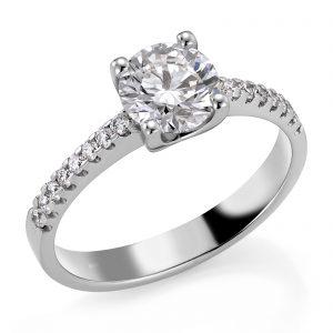 Mestergull Spesialdesignet ring med diamant på 1,00 ct. som sentersten og 16 diamanter i rekke på skulderpartiet. Ringen er utført i hvitt gull 585. Total diamantvekt 1,16 ct. HSI DESIGN STUDIO Spesialdesign Ring