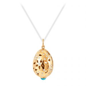 Mestergull Lace Anheng i 18 kt. gult gull med turkis og 66 diamanter, totalt 0,58 ct. TwVs LYNGGAARD Lace Anheng