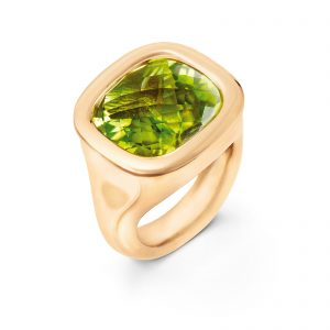 Mestergull Cushion ring i 18kt Gult gull med peridot 12x13mm. LYNGGAARD Cushion Ring