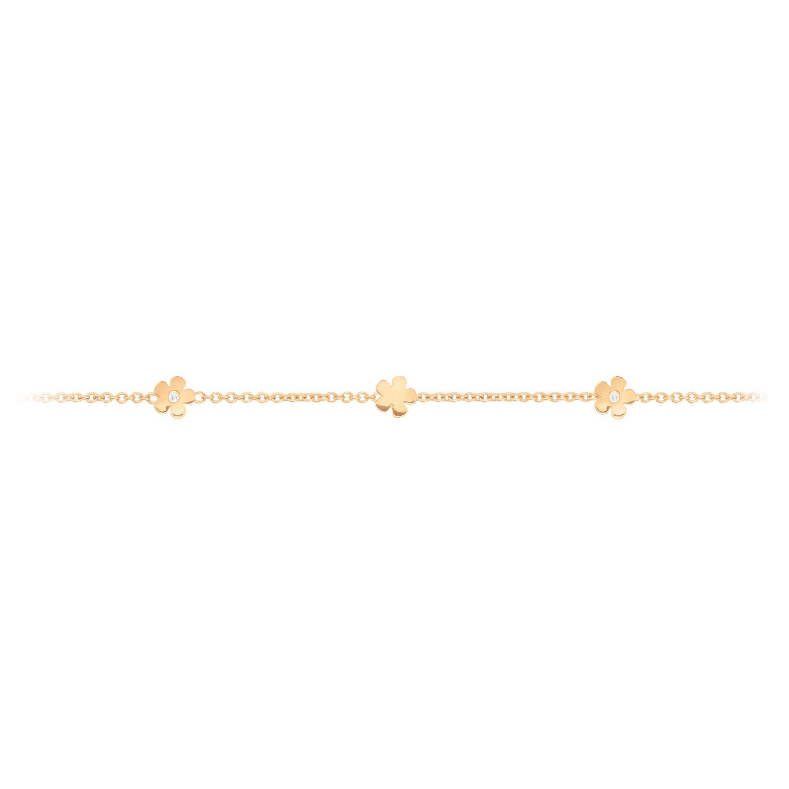Mestergull Lace armbånd i 18 kt. gult gull med 5 blomster og 2 diamanter totalt 0,02 ct. TwVs 18 cm. Kan kortes inn til 17 og 16 cm LYNGGAARD Lace Armbånd