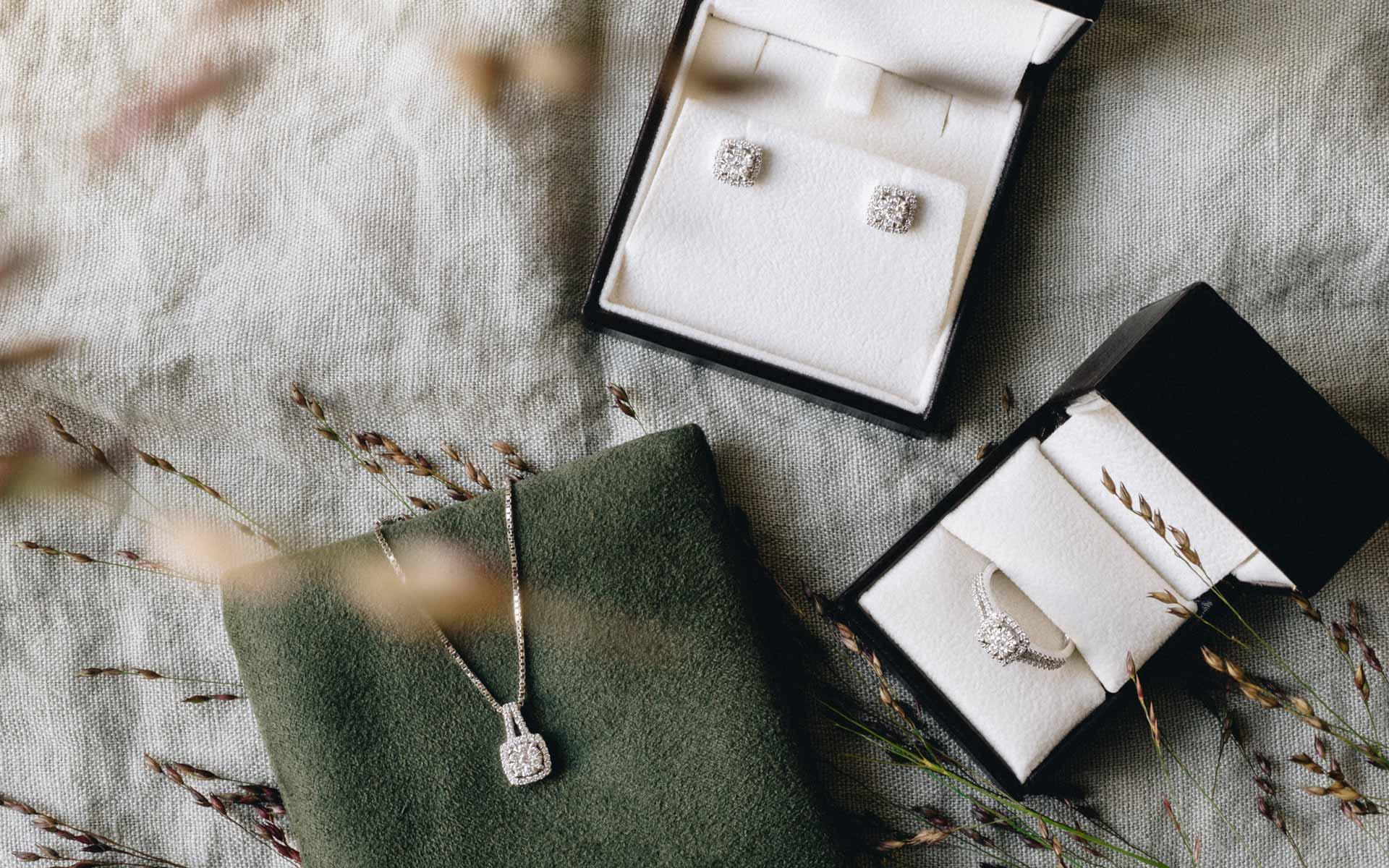 Diamantsett i hvitt gull og diamanter