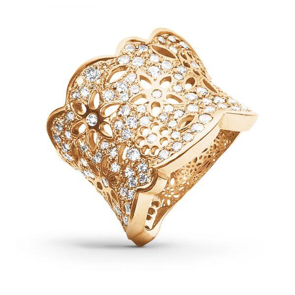 Mestergull Lace ring stor i 18kt. gult gull med 133 diamanter totalt 1,65 ct. TwVs LYNGGAARD Lace Ring