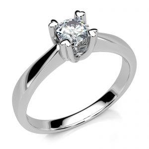Mestergull Lekker enstensring i hvitt gull 585 med diamant på 0,24 ct. i river farge VS. Massiv ring med klør i hjerteform som holder diamanten - luftig og elegant DESIGN STUDIO Solitaire Ring