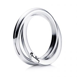 Mestergull One ring is square and one is round, like two people with unique personalities that complement each other and become a stronger unit. - Efva Attling EFVA ATTLING Twosome Ring