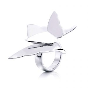 Mestergull At the start of my music career back in the 80`s, I wrote the song 'Miss Butterfly'. The lyrics were about love and how precious it is. You shouldn`t hold on too tight because it might fly away, just like a butterfly. - Efva Attling EFVA ATTLING Miss Butterfly Ring
