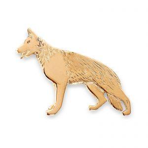 Mestergull Schäferhund pin i gult gull - Disse Schäferfund smykkene er designet på eget verksted. De blir støpt for oss, og ferdigstilles på eget verksted. De kan kjøpes i vår butikk eller i vår nettbutikk. EGET MERKE Nål
