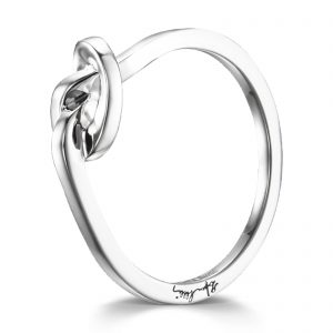 "Mestergull Vakker Love Knot ring i sølv - ""A love knot for the hope that we always keep together"" - Efva Attling EFVA ATTLING Love Knot Ring"