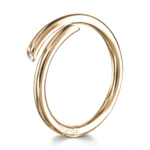 "Mestergull Delikat ring i gult gull med diamanter - ""A soft hug made in silver or gold with tiny diamond endings"" - Efva Attling EFVA ATTLING Hug Ring"