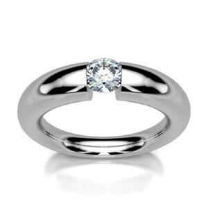 Mestergull Spennring i hvitt gull med diamant 0,50 ct. HSI. Ringen er utviklet med forløp i skInnen for god komfort. DESIGN STUDIO Solitaire Ring