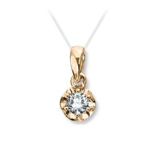 Mestergull Prinsesse? er et klassisk enstens design med en elegant blondefatning i gult eller hvitt gull. I serien finnes matchende diamantring, anheng og ørepynt med diamanter i størrelse fra 0,03 ct. til 0,25 ct. PRINSESSE Anheng