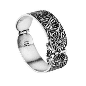 Mestergull Armring i oksidert sølv til Romeriksbunaden, mønster hentet fra et mangletre på gamle Hvam museum, Nes på Romerike ROMERIKSSLV Armring