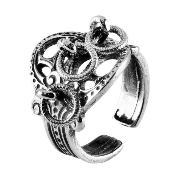 Mestergull Ring i oksidert sølv til Romeriksbunaden, produseres i to størrelser som lett lar seg regulere i fingerstørrelse ROMERIKSSLV Ring