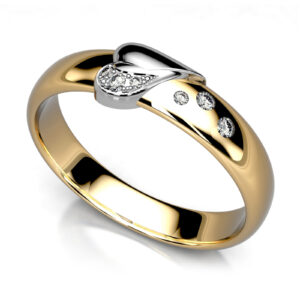 Mestergull Glatte ringer i gult gull omarbeidet og påsatt hjerte i hvitt gull. Diamanter i pavè i hjerte og stjernedryss på ringskinne DESIGN STUDIO Spesialdesign Ring