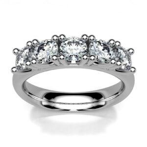 Mestergull Rekkering i hvitt gull 585 utviklet for kunde basert på designet Mill. Ringen er fattet med 5 diamanter à 0,20 ct. Totalt 1,00 ct. HSI DESIGN STUDIO Spesialdesign Ring