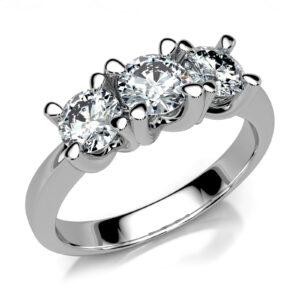 Mestergull Klassisk tre stens diamantring utviklet for kunde med gjenbruk av gamle stener. Ringen er laget i hvitt gull 585 og fattet med 3 diamanter totalt 0,80 ct. DESIGN STUDIO Spesialdesign Ring
