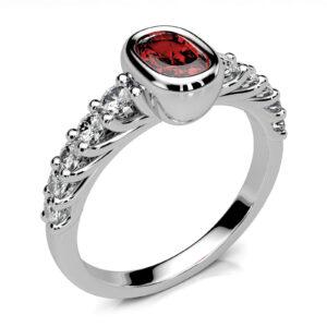 Mestergull Rubinring utviklet for kunde. Ringen er utført i hvitt gull 585 og skulderfattet med 10 diamanter i forløp. Totalt 0,48 ct. HSI DESIGN STUDIO Spesialdesign Ring
