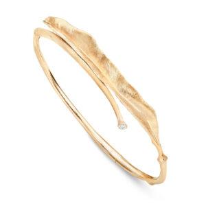 Mestergull Leaves armring liten i 18kt. gult gull med 1 diamant 0,03 ct. TwVs LYNGGAARD Leaves Armring