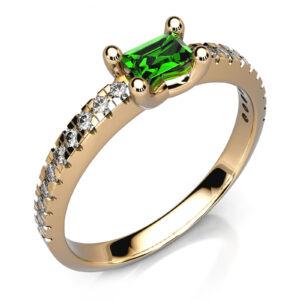 Mestergull Ring i gult gull 585 med smaragd og diamanter utviklet etter kundens skisser. Fattet med 20 brillianter, totalt 0,15 ct. HSI DESIGN STUDIO Spesialdesign Ring