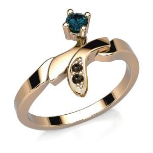 Mestergull Ring med safir og sorte diamanter. Ringen er utført i gult gull 585 etter skisse fra kunde. DESIGN STUDIO Spesialdesign Ring